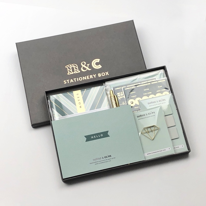 The ultimate stationery set for writing letters and sending personal messages this gorgeous Green & Gold stationery bundle comes with everything needed to share notes, inspire friends, thank staff, or praise someone special.