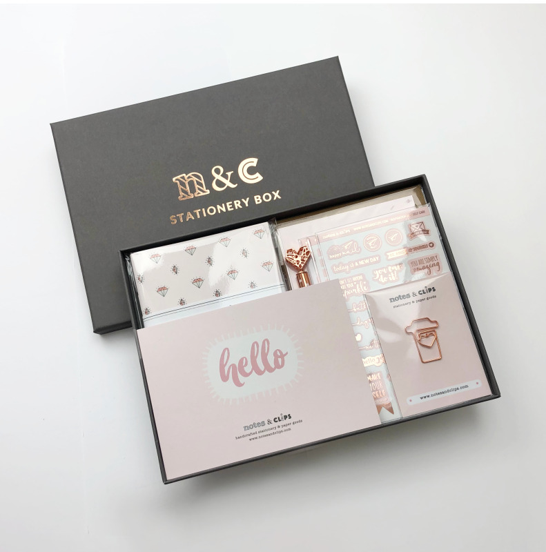 Gorgeous Blush and Rose Gold Theme – Offering a clean, professional design, our stylish stationery paper and supplies feature matching colours and designs across all pieces providing a co-ordinated and beautiful finish.