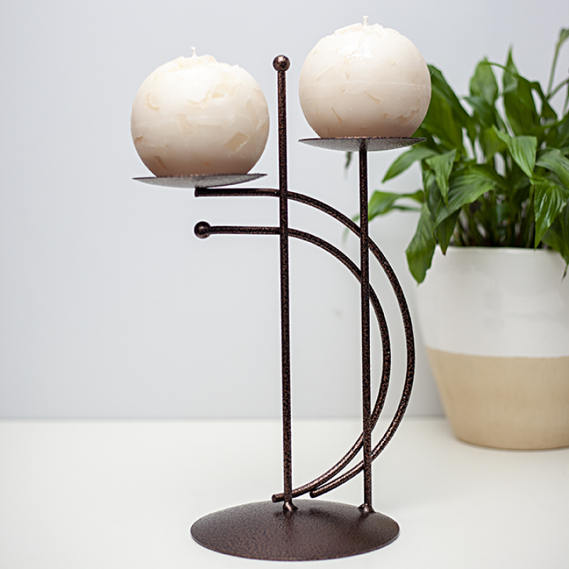 Available in 11 candle colours and three stand colours