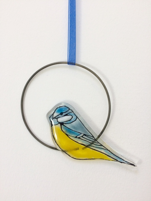 This fused glass Blue Tit Circle Hanging is hand painted and I have used coloured glass powders.  The wire circle is approx 10cm diam.  It comes in tissue/bubble wrap and in a box.