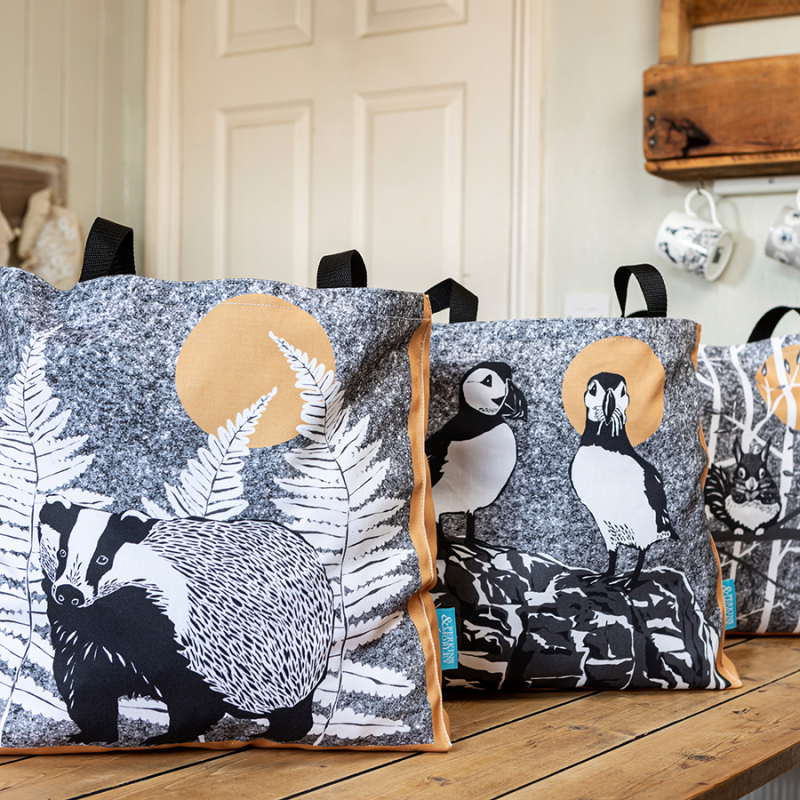 WILDER tote bag range – animal illustrations with trees, grasses and other plants.  Our large cotton tote bag is printed and hand made by skilled craftspeople in the UK.  Made from cotton drill with an 8cm coloured gusset for extra capacity.